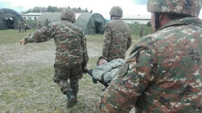 Ermənistanda hərbçilər qəzaya düşüb -