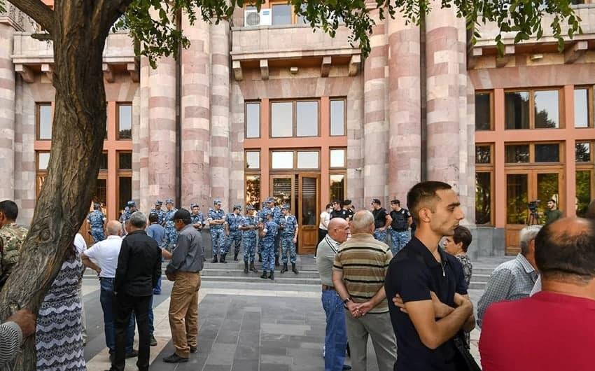 """""""QARABAĞDA ERMƏNİ QALMAYACAQ..."""" – Qarabağdan qaçan ermənilər Paşinyandan nə istəyir?"""