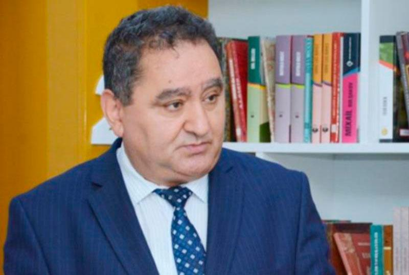 """""""60 nömrəli məktəbin direktoru öz """"Gözəllik salonu""""nu reklam edir"""""""