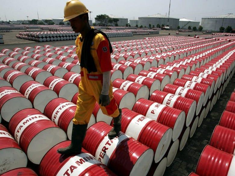 Gündəlik qlobal neft tələbatı 20 milyon barel azala bilər