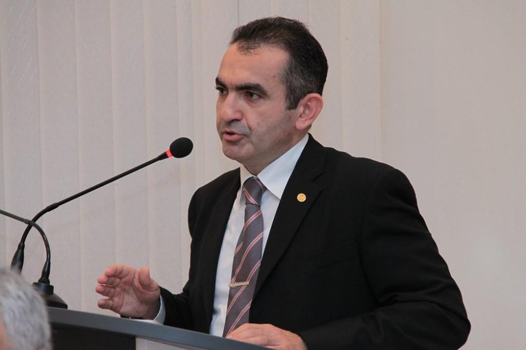 Məşhur azərbaycanlı alim seçki yarışına qatıldı -