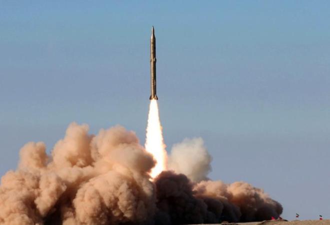 İran ballistik raketlərin sınaqlarını keçirdi